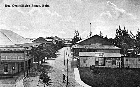The town of Beira in 1905 – Postcard published by The Rhodesia Trading Co. Ltd. In Beira.